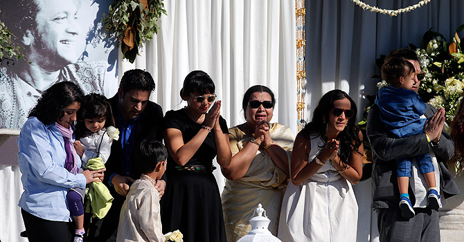 RETRANSMISSION TO CORRECT SPELLING OF NAME FROM NORA TO NORAH - Indian Sitar maestro Ravi Shankar's wife Sukanya Rajan, third from right, is joined by daughter Anoushka Shankar, second from right, stepdaughter Norah Jones, center, and other family members during a memorial service for Ravi Shankar in Encinitas, Calif., Thursday, Dec. 20, 2012. Shankar was a master of the Indian sitar who collaborated with and influenced George Harrison, John Coltrane and other Western music icons. He lived in Encinitas for two decades and died last week at age 92.  (AP Photo/Jae C. Hong)