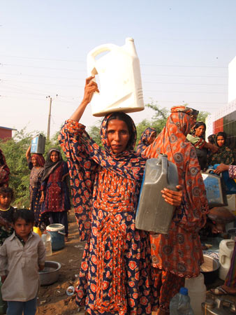 Asha returns after filling water from a filtration plant in Ibrahim Hyderi village. – Photo by author