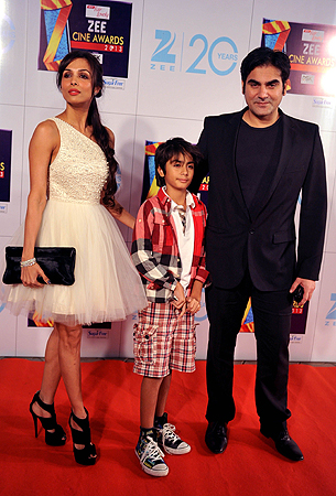 Indian Bollywood actress Malaika Arora Khan with husband Arbaaz Khan and son  attend the Zee Cine Awards 2013 ceremony in Mumbai on January 6, 2013. ? AFP Photo