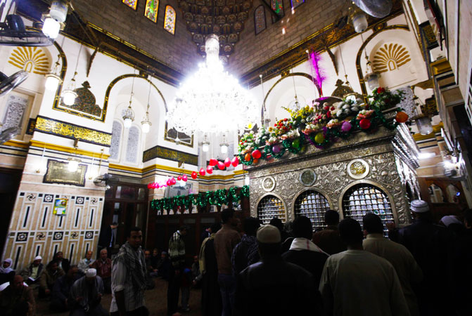 Muslims pray at the shrine of Sayeda Zeinab, the granddaughter of Prophet Muhammad (PBUH) after afternoon prayers at El Sayeda Zeinab Mosque in old Cairo. ?Photo by Reuters
