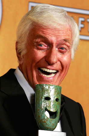 Actor Dick Van Dyke holds his life achievement award backstage. ?Photo by Reuters