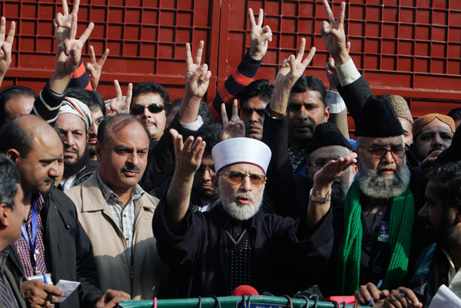 Muhammad Tahirul Qadri (center), leader of Mihaj-ul-Quran movement speaks before a protest march from Lahore to Islamabad January 13, 2013. ? Photo by Reuters