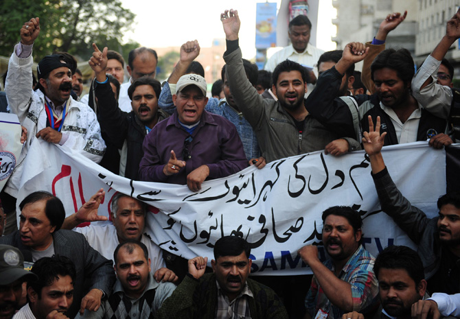 Pakistani journalists shout slogans against the killing of media persons, in bomb attacks in Quetta, at a protest in Karachi on January 11, 2013. Saif-ur-Rehman was among 92 people who died in one of the deadliest terror attacks in Quetta. – Photo by AFP