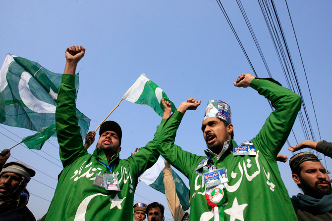 People chant slogans during a protest march from Lahore to Islamabad January 13, 2013. ? Photo by Reuters
