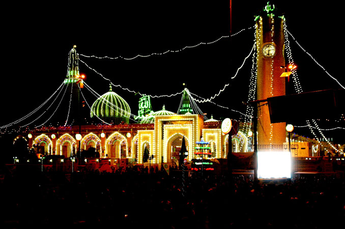 Iraqi people gather outside Abu Hanifa Mosque in Baghdad during a ceremony commemorating the birth of Prophet Muhammad (PBUH). ?Photo by AFP