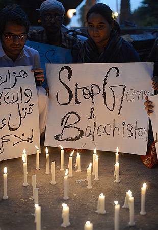 Pakistani civil society activists light candles  against the twin bombings attack in Quetta, at a rally in Karachi.  Shia families refusing to bury their dead after twin bombings in Pakistan's troubled southwestern city of Quetta vowed to continue their sit-in protest January 12 until the army takes over security.—Photo by AFP