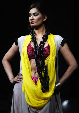 A Pakistani model presents a creation by designer Shabs. ?Photo by AFP