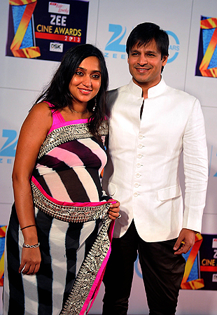 Indian Bollywood actor Vivek Oberoi along with wife Priyanka attends the Zee Cine Awards 2013 ceremony in Mumbai on January 6, 2013. ? AFP Photo