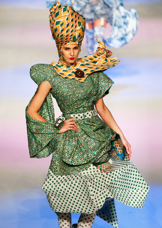 A model presents a creation by Hong Kong designer Lin Po Chun during the Hong Kong Young Fashion Designers' contest.?Photo by AP