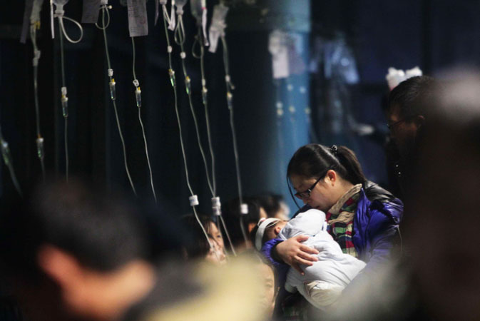 Picture shows a row of intravenous drips for flu treatments in Beijing. ?Photo by AFP