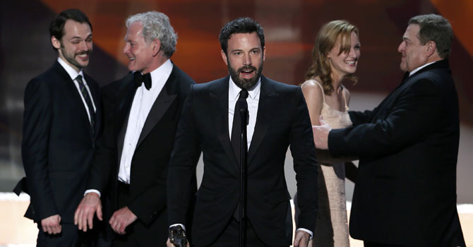 "Ben Affleck (C) accepts the award for outstanding cast in a motion picture for ""Argo"" at the 19th annual Screen Actors Guild Awards in Los Angeles, California January 27, 2013. — Photo Reuters"