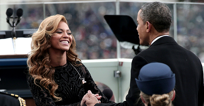 U.S. President Barack Obama greets singer Beyonce after she performed the National Anthem during the presidential inauguration on the West Front of the U.S. Capitol in Washington January 21, 2013.   REUTERS/Win McNamee/Pool (UNITED STATES  - Tags: POLITICS ENTERTAINMENT)