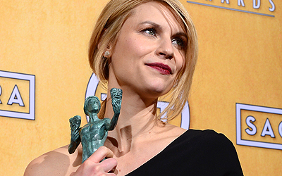 Claire Danes poses with the Screen Actors Guild Award for Best Performance by a Female Actor in a Drama Series for Homeland. — AFP Photo