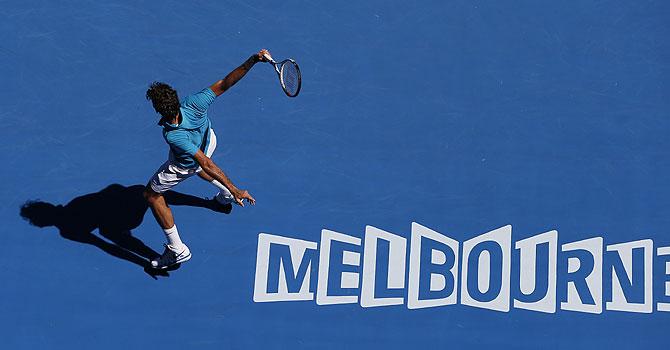 australian open, 2013 australian open, australian open day 2, roger federer, andy murray, serena williams, Wu Di, Caroline Wozniacki, Nikolay Davydenko