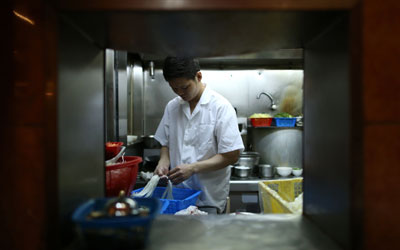 A chef at Ho Hung Kee preparing noodles. —Photo by AFP