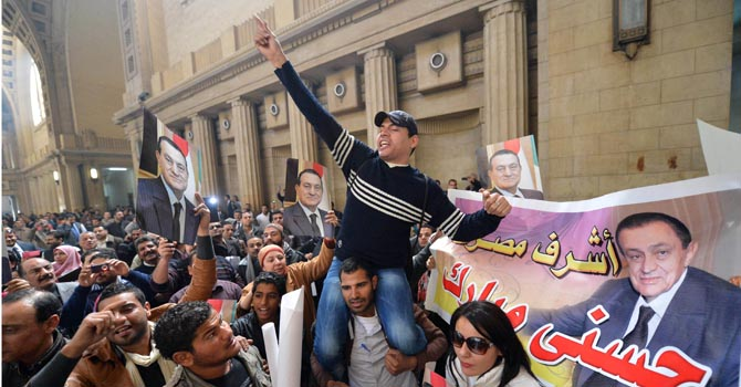 Egyptian supporters of former president Hosni Mubarak celebrate—AFP Photo