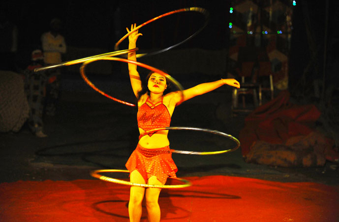 An exhilarating dance routine with hula hoop rings.
