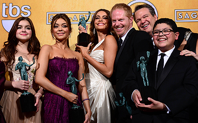 The cast of Modern Family poses with the Screen Actors Guild Award for for Oustanding Performance by an Ensemble in a Comedy Series. — AFP Photo
