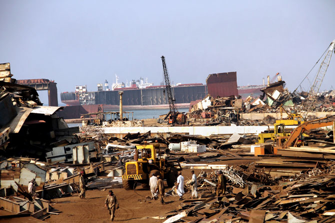 pakistan-gadani-ship-breaking-revival-2