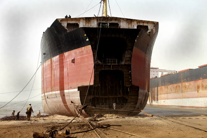 pakistan-gadani-ship-breaking-revival-4