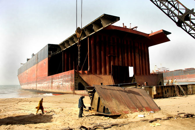 pakistan-gadani-ship-breaking-revival-5