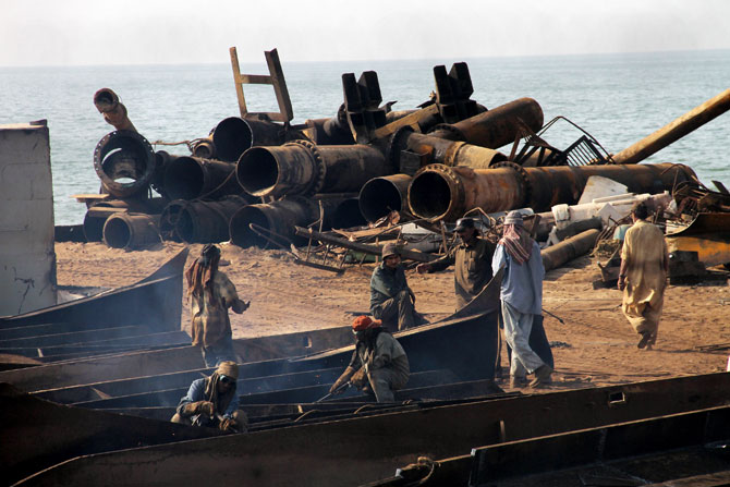 pakistan-gadani-ship-breaking-revival-7