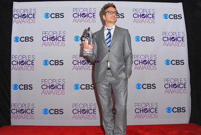 "Robert Downey Jr. poses backstage with the award for favorite movie superhero for his role as ""Iron Man"" at the People's Choice Awards at the Nokia Theatre, in Los Angeles.?Photo by AP"