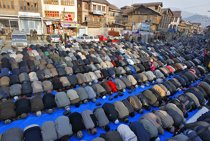 Kashmiri Muslim men offer prayers outside the shrine of Sufi Saint Khawaja Naqashband on his death anniversary in Srinagar. Thousands of Kashmiri Muslims, who believe in Sufism, thronged the shrine of the saint on his 349th death anniversary and offered special prayers on Wednesday.?Photo by Reuters