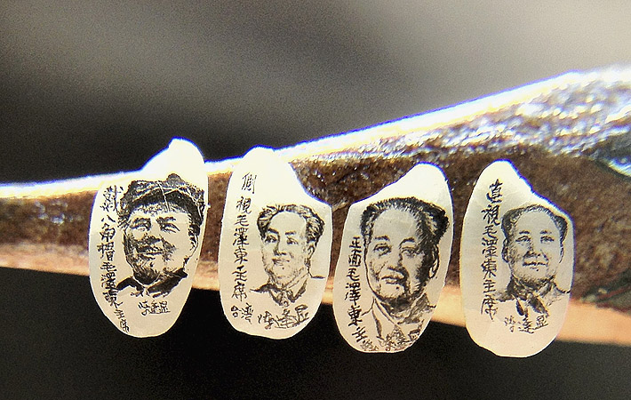 Miniature portraits of former Chinese Chairman Mao Zedong on grains of rice, created by Taiwanese artist Chen Forng-shean, are displayed on a pencil in Taipei. The grains of rice are about 0.5 cm (0.2 inches) long and 0.3cm (0.12 inches) high each.?Photo by Reuters