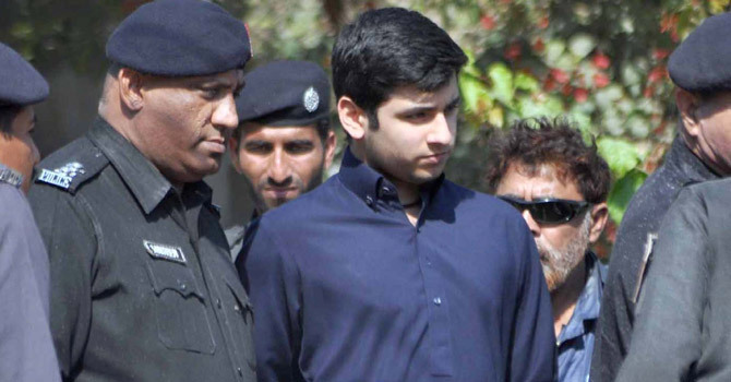 Shahzeb murder: CJ orders arrest of those who helped Shahrukh flee