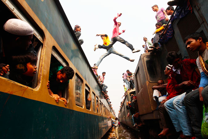 Commuters get off trains as they arrive at a station to attend the final prayer of Biswa Ijtema in Dhaka, Bangladesh. Thousands of Muslims joined the Akheri Munajat, the final supplication, as the first phase of the Muslims congregation concluded by seeking forgiveness and blessings for mankind. ?Photo by Reuters