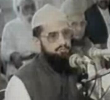 Qadri addressing a press conference in 1990.