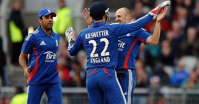 james tredwell, alastair cook, ian bell, england india odi series, england's tour of india, india england first odi, england india rajkot, india england cricket, yuvraj singh