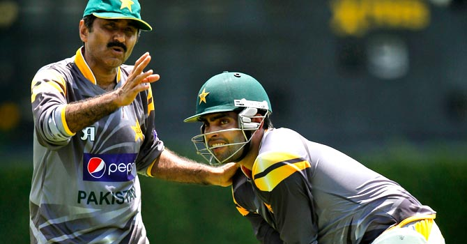 Javed Miandad instructs Umar Akmal during a training session prior to the World Twenty20 in Sri Lanka. – File photo by AP