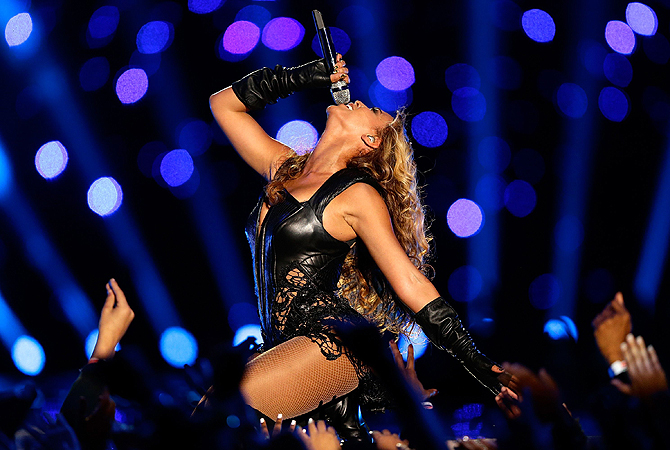 Singer Beyonce performs during the Pepsi Super Bowl XLVII Halftime Show at the Mercedes-Benz Superdome on February 3, 2013 in New Orleans, Louisiana— AFP Photo