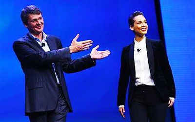 Research in Motion (RIM) President and Chief Executive Officer Thorsten Heins (L) introduces singer songwriter Alicia Keys as the 'global creative director' during the launch of the RIM Blackberry 10 device in New York. —Photo by Reuters