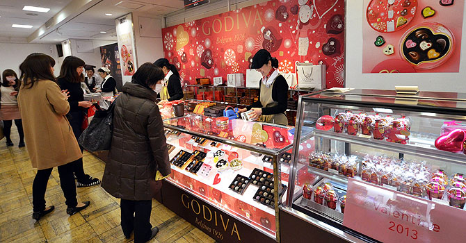 Japanese women buy chocolates at Tokyo's Takashimaya department store one day before Valentine's Day. —Photo by AFP