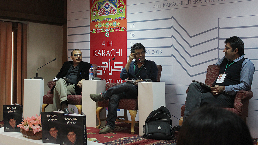 Mohammed Hanif moderating the Hassan Darsjo Risalo. -Photo by Shameen Khan/Dawn.com
