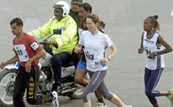 Men and women running the Lahore marathon in 2006.