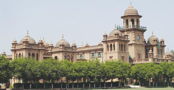 VC ICU calls on CM; informs him about problems of varsity