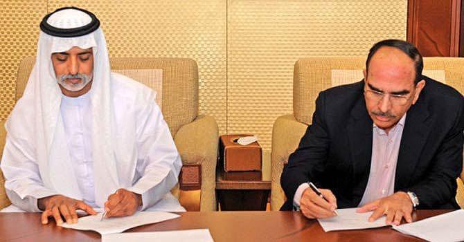 Chairman of Abu Dhabi group, Sheikh Nahyan bin Mubarak al Nahyan and Bahria Town's Malik Riaz sign the investment agreement in Abu Dhabi on February 15. —File Photo