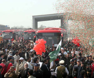 Lahore turns festive as Metro Bus service opens