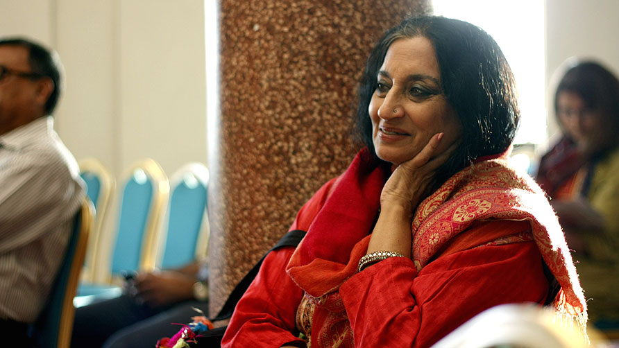 Sheema Kermani takes a break during the festival. _ Photo by Eefa Khalid/dawn.com