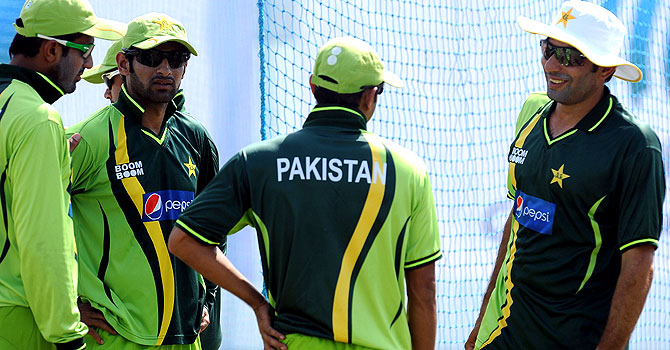 dav whatmore, whatmore, pakistan south africa test series, pakistan's tour of south africa, pakistan south africa series, pakistan south africa odis, moin khan, moin khan whatmore, pakistan cricket, dawn cricket, pakistan south africa coverage, misbah