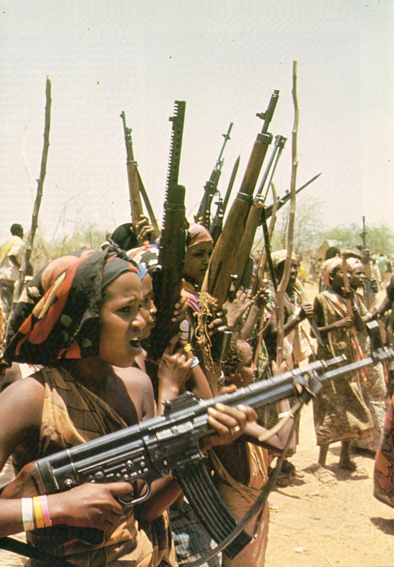 Women members of Somalia's paramilitary units march out to battle the Ethiopian army in 1977.
