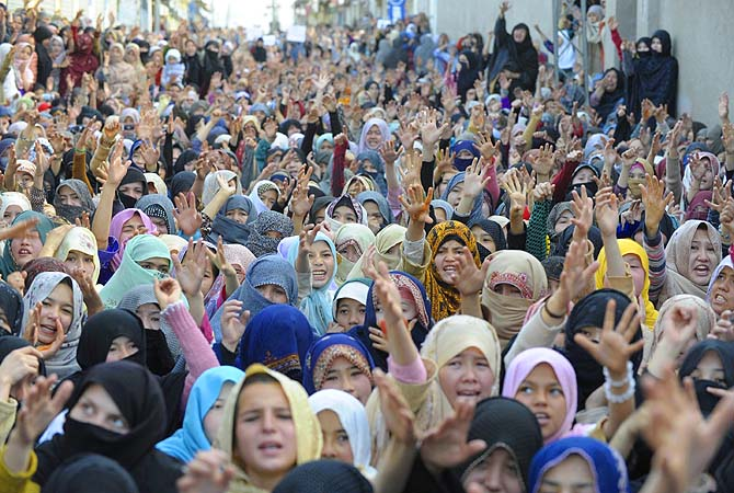Women protest against the killing of bomb attack victims in Quetta, a day after devastating bomb attack here.
