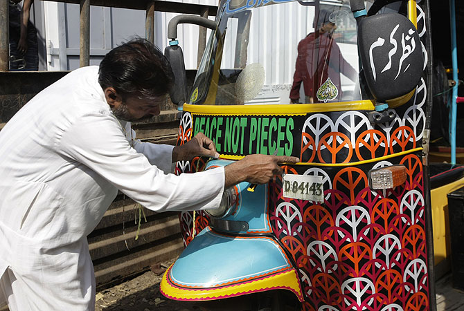 peace rickshaw, aman saway, peace not pieces, Syed Ali Abbas Zaidi, Pakistan Youth Alliance,