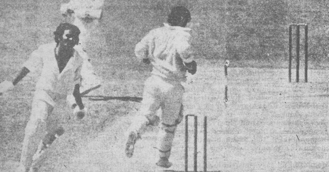 Iqbal Qasim run-out after adding 87 with Asif Iqbal.