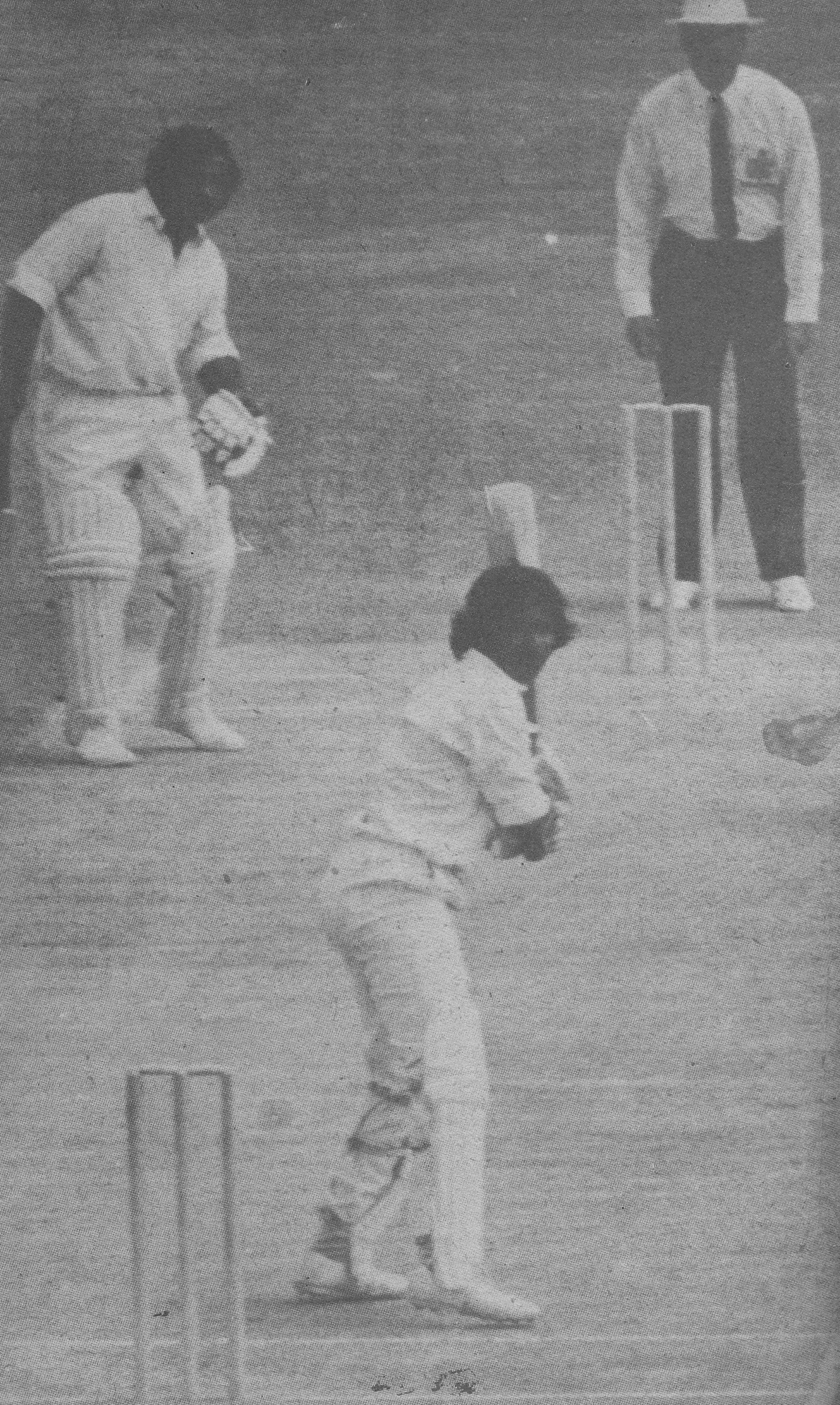 Another one bites the dust: Javed Miandad goes for 10 watched by skipper Mushtaq as Pakistan collapse in the second Test.