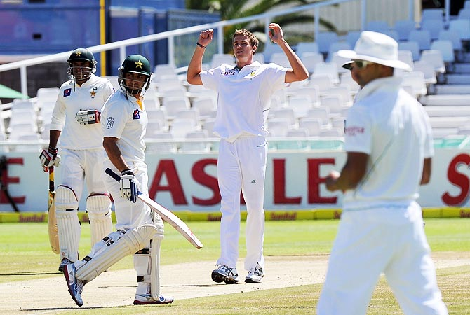 South Africa's Morne Morkel reacts to a bad ball. -Photo by AFP